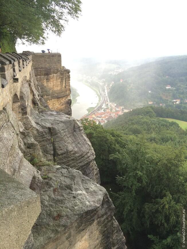 Крепость находится на высоте 245 метров над уровнем Эльбы . Крепость Кёнигштайн , Саксония , Германия .
