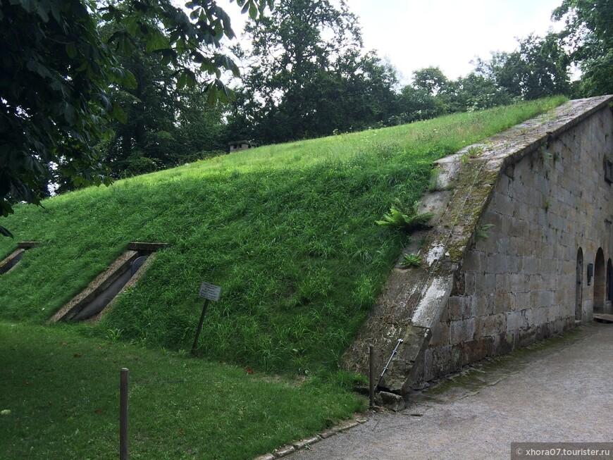 Земляная насыпь оказалась пороховым складом . Крепость Кёнигштайн , Саксония , Германия .