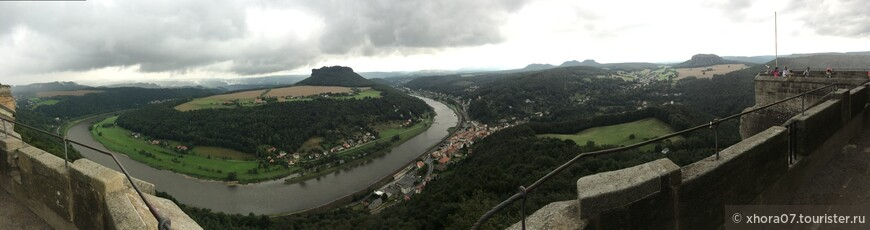 Панорама , которая открывается с стен крепости . Крепость Кёнигштайн , Саксония , Германия .