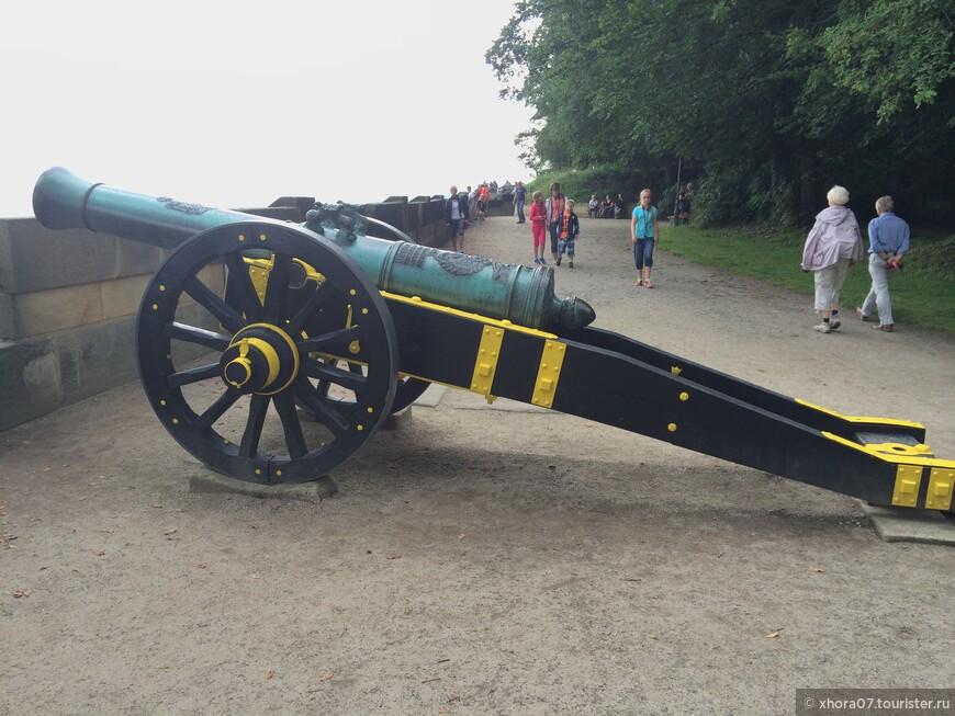 На обороне замка находились вот эти пушки, поставленные сюда пир Царской России . Крепость Кёнигштайн , Саксония , Германия .