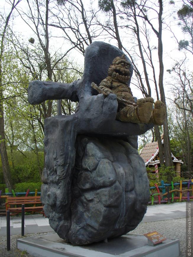 Одна из скульптур в парке
