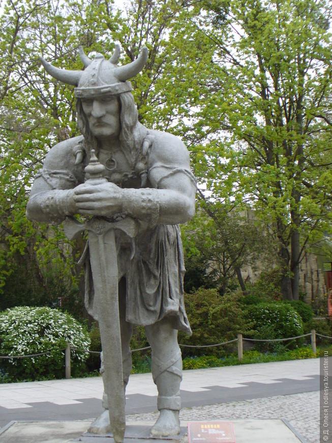Одна из скульптур парка
