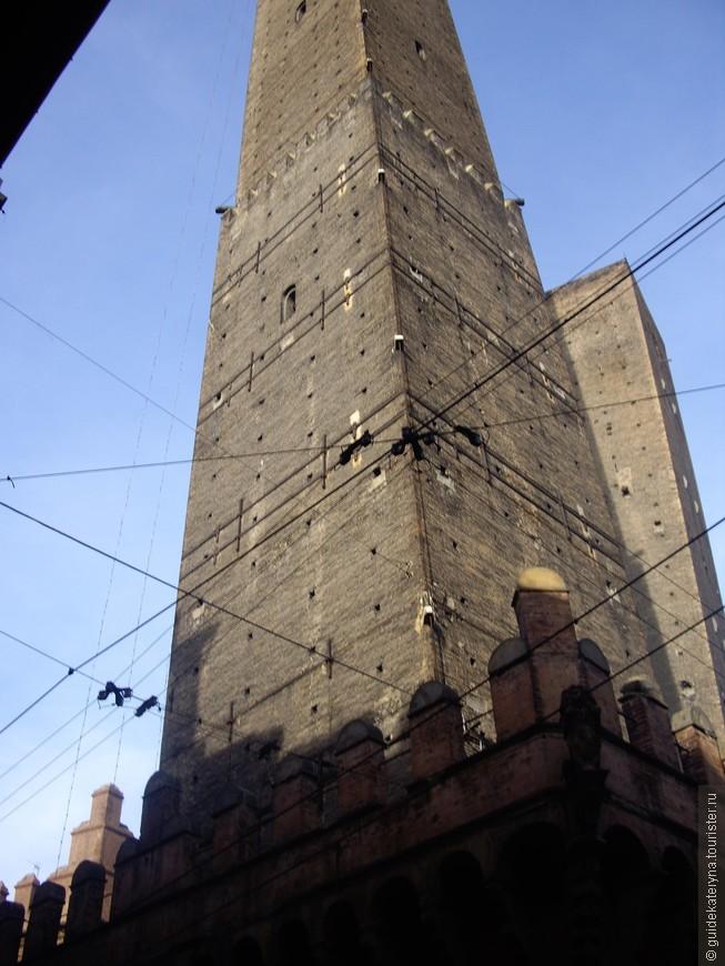 Символ Болоньи - две башни Азинелли и Гаризенда