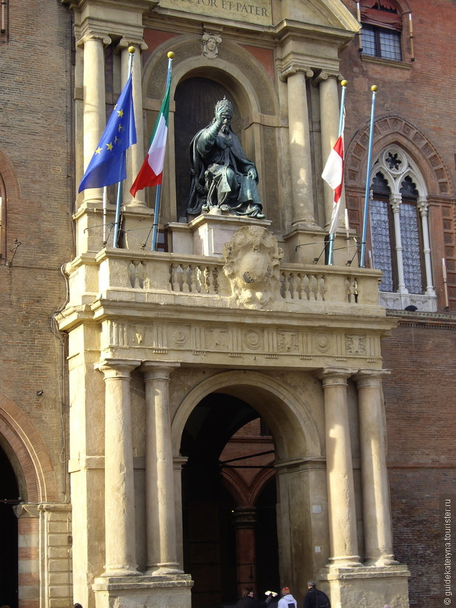 Палаццо комунале на площади Маджере (центральная площадь Болоньи)