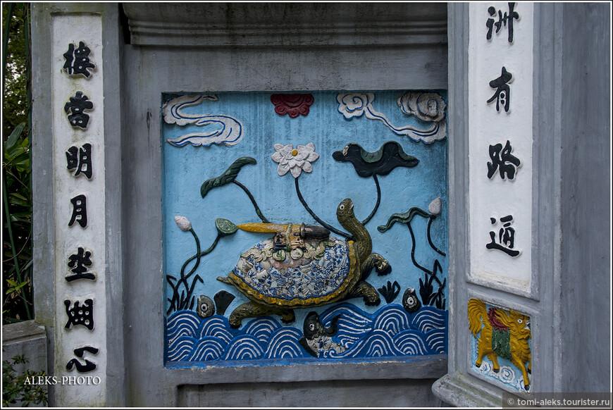 Все-таки буддизм накладывает значительный отпечаток на жизнь людей. Я очень люблю эту миролюбивую религию. А вот и изображение этой самой черепахи с мечом...