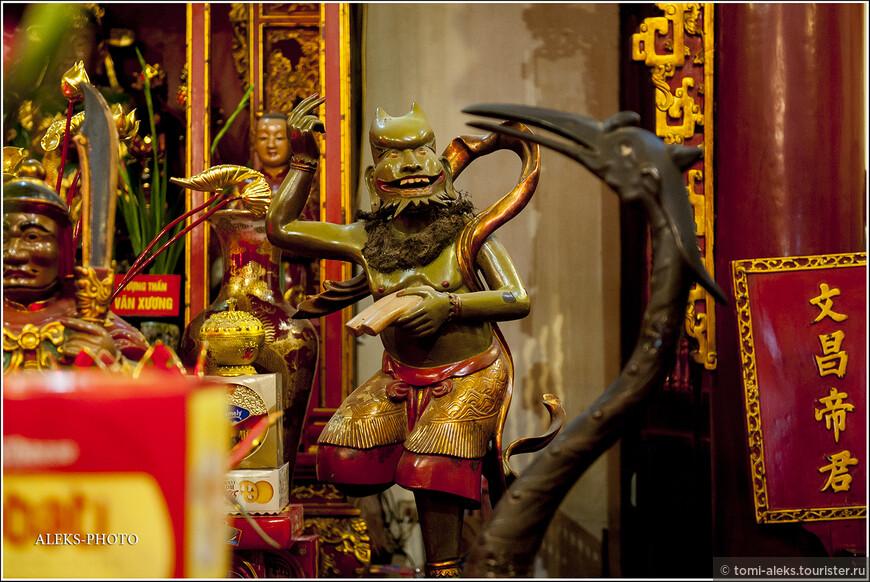 У вьетнамцев есть свои характерные изображения в храмах, которые я не встречал в Китае.