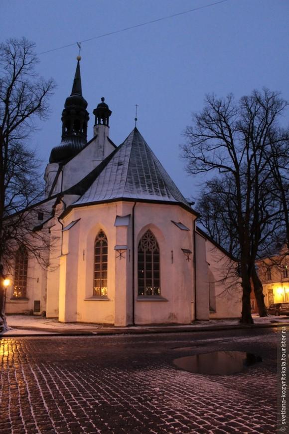 """Считается, что название Таллин происходит от фразы """"датский город"""" - первый камень в основание эстонской столицы заложили рыцари-датчане. Именно здесь, на небольшом – километр на полтора – пятачке спрессована вся прелесть 800-летней эстонской столицы – Старый Таллин."""