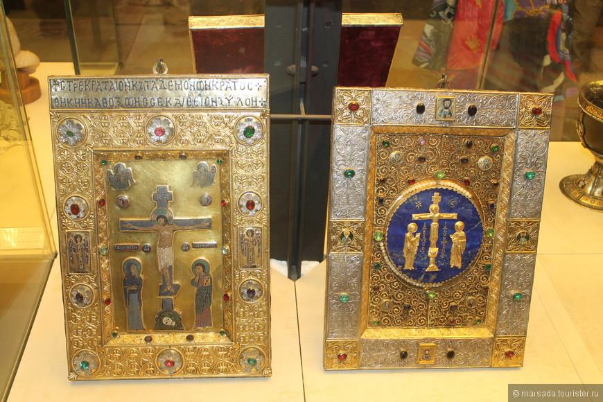 В настоящее время в сокровищнице хранится 283 предмета, самыми ценными из которых являются предметы, привезённые венецианцами в качестве добычи после разграбления Константинополя в 1204 году.