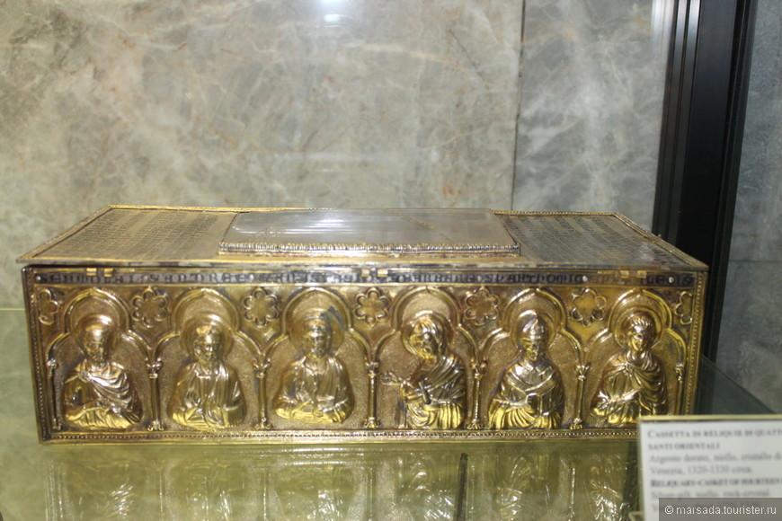 Собрание сокровищницы разделено на четыре отдела: Отдел Античности и раннего Средневековья, Отдел византийского искусства, Отдел исламского искусства, Отдел западного искусства