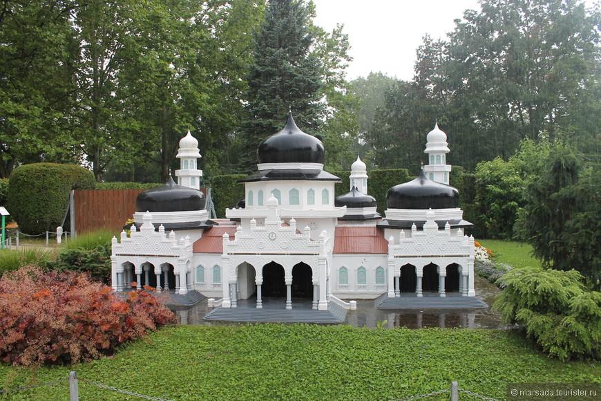 Банда Асех - главная мечеть в Индонезии