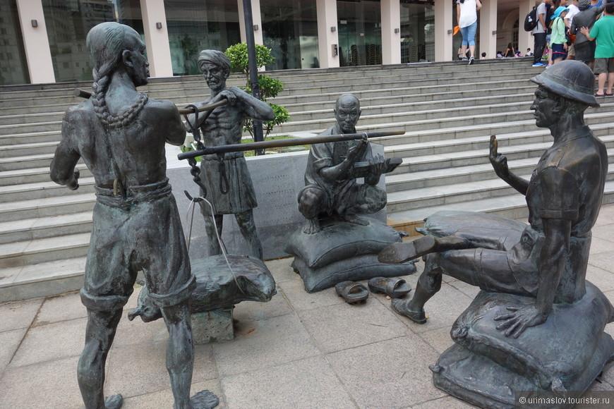 Скульптурные группы из жизни колонии. Отражает присутствие и взаимотношение 4-х основных наций в этой английской колонии. По крайней мере я так подумал :-)