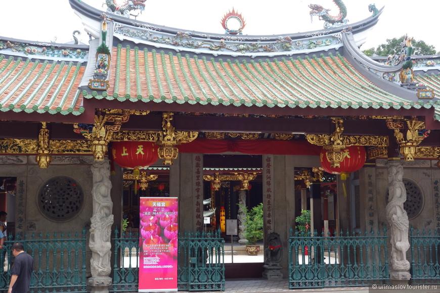 Китайский квартал и старейший (1839 год) китайский храм в Сингапуре, храм Тянь Хок Кен.