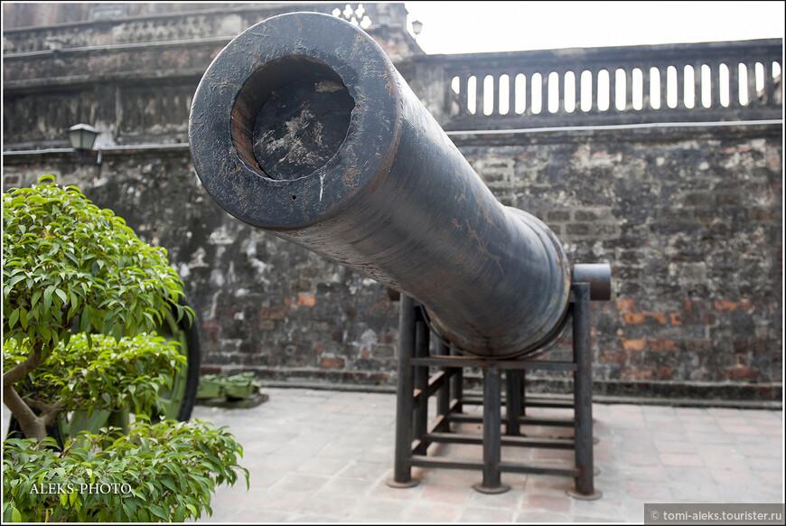 Франция потерпела поражение, после которого и произошло разделение страны на Север и Юг. Тем не менее, в Южном Вьетнаме оставался у власти ставленник французов — император Бао Дай.