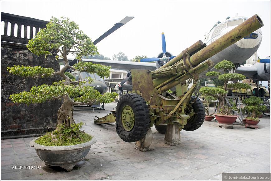 С 1955 года США стали активно влиять на ход событий в Южном Вьетнаме, борясь с распространением коммунистических идей. В результате референдума в Южном Вьетнаме установилось президентское правление Зьема и пала монархия...