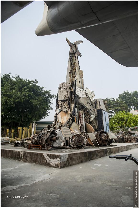 """К 1974 году, перестав получать помощь от США войска Южного Вьетнама повсеместно терпели поражения от армии Севера. И 30 апреля 1975 года коммунисты провозгласили победу в Сайгоне. Сегодня этот город носит имя Хо Ши Мина. А я то еще думал, почему именем """"северного лидера"""" названа """"столица"""" Южного Вьетнама..."""