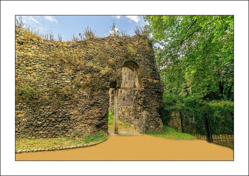 В 1121 году, после завоевания Англии нормандцами, Король Генрих I построил в Рединге аббатство. Вход в аббатство.