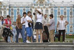 Турпоток в Россию снизился вдвое по сравнению с летом 2013 года