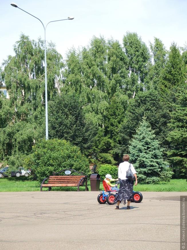 в парке много отдыхающих