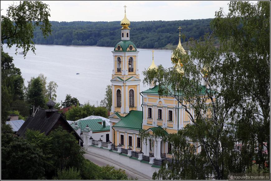 Храм Воскресения Христова. Подворье Никольского женского монастыря города Приволжска.