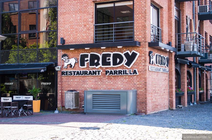в районе Пуэрто-Мадеро куча ресторанов: от всем известных сетевых ресторанов быстрого питания, до великолепных ресторанов с вкуснейшими стейками