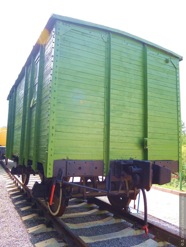 тыльная сторона крытого деревянного вагона