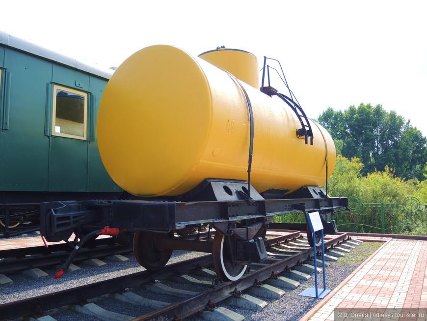 двухосная цистерна для перевозки жидких грузов