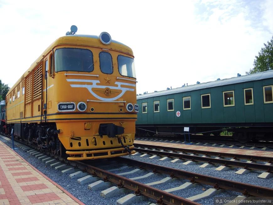 тепловоз и санитарный поезд