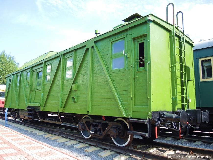 Вагон-кухня (вес - 42 т., длина вагона - 21,4 м.). Построен Калининским (ныне Тверским) вагоностроительным заводом в 1938 году