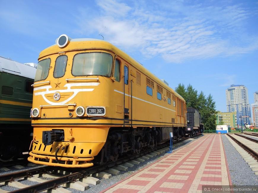 Тепловоз (вес - 126 т., скорость - 160 км/ч., мощность - 3000 л.с.). Построен Коломенским тепловозостроительным заводом в 1975 году, работал в локомотивных депо Западно-Сибирской железной дороги.