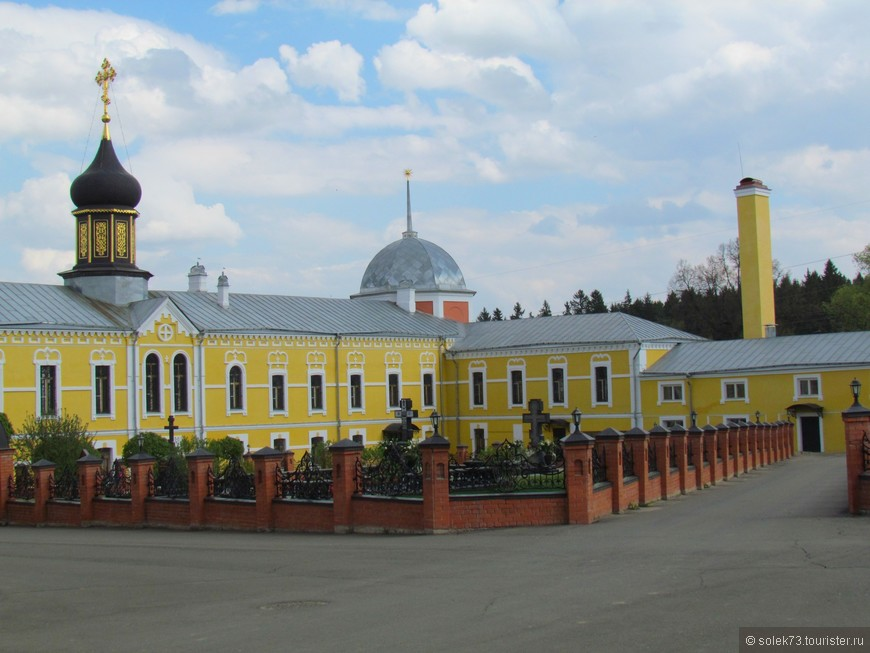 Кладбище при монастыре