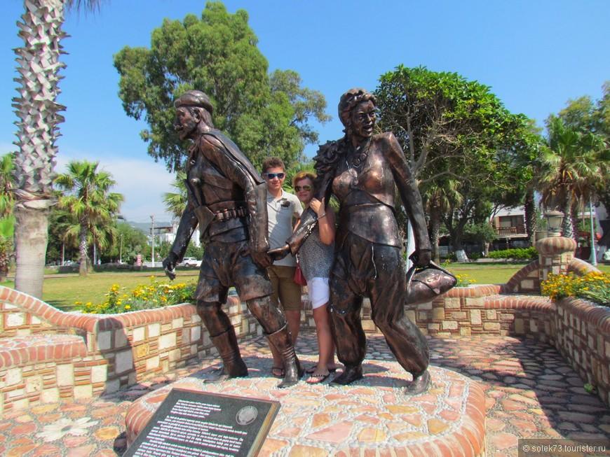 Скульптура  Рыбаку и его Жене в  Ялыкавак