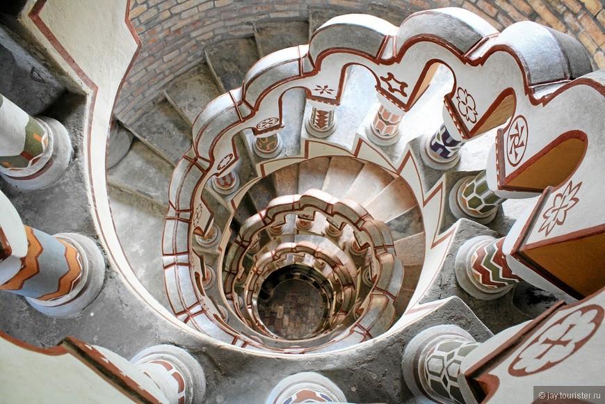Винтовая лестница, ведущая в башню