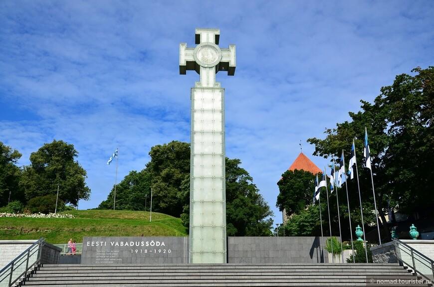 Монумент Победы в Освободительной войне. Монумент был открыт на Площади Вабадузе (Свободы) в Таллине 23 июня 2009 года в 00:00 с наступлением государственного праздника Эстонии — Дня Победы в Освободительной войне (1918—1920). Памятник представляет собой бетонную колонну, покрытую стеклянными панелями со светодиодной подсветкой, на которой стоит Крест Свободы — первый эстонский орден, учреждённый в 1919 году для награждения отличившихся в Освободительной войне Эстонии 1918—20 годов.