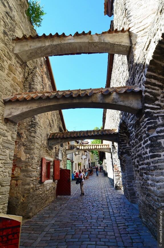 Переулок Катарины. Имя этому переулку дала церковь Св.Катарины Александрийской, построенная в XIII веке в монастыре Доминиканцев, основанном на этом месте в 1246 году.