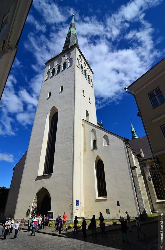 Церковь Олевисте. Церковь Святого Олафа, церковь Олевисте — баптистская церковь, расположена в Таллине, на месте, где в XII веке находился торговый двор скандинавских купцов. Самые ранние упоминания о церкви относятся к 1267 году. В XV веке церковь была сильно перестроена: были сооружены новые хоры, продольную часть превратили в базилику с четырёхгранными столбами. Церковь Олевисте названа по имени норвежского короля Олафа Харальдссона (995—1030), впоследствии объявленного святым. Первые сведения о церкви Олевисте относятся к 1267 году. Вначале здание было построено для католической церкви, после Реформации церковь стала лютеранской.