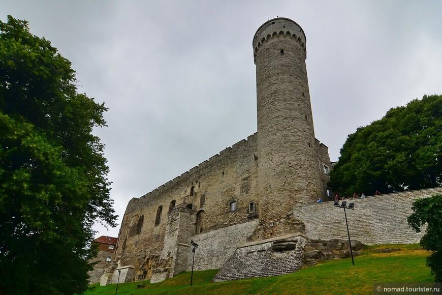 Длинный Герман — башня Замка Тоомпеа, на холме Тоомпеа в Таллине, столице Эстонии. Первая часть была построена в 1360-70 годах. Она была перестроена (высота увеличена до 45,6 метров) в XVI веке. К вершине башни ведёт лестница из 215 ступенек. Длинный Герман - самая высокая сторожевая башня замка Тоомпеа. С нее можно было разглядеть появление врагов, наступающих на город с моря или суши. На цокольном этаже Длинного Германа была темница, где, согласно легендам, приводились в исполнение смертные приговоры: осужденных бросали тут в яму со львами.
