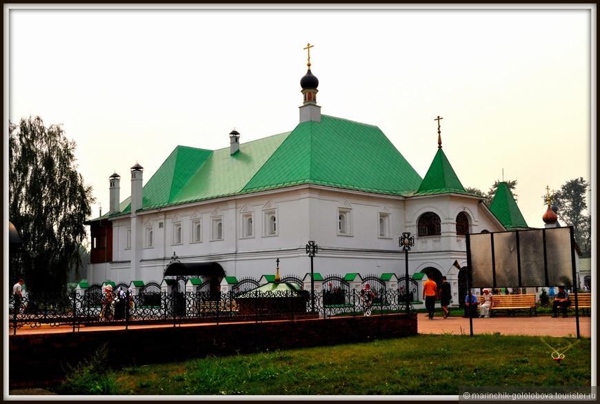 Спасо-Преображенский монастырь — одно из самых древних сооружений на муромской земле: первое упоминание о нём датируется 1096 г.