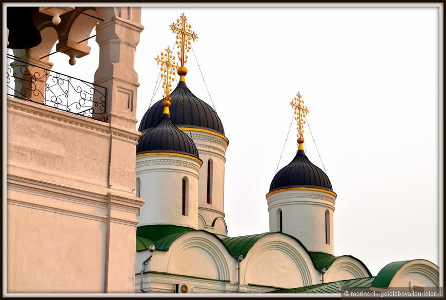 Спасо-Преображенский собор – памятник архитектуры XVI века,  представляющий собой одноэтажный холодный храм, увенчанный пятью куполами шлемовидной формы.
