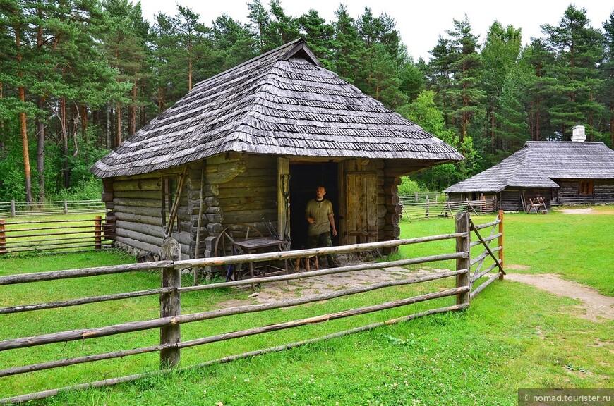 Хутор кузнеца. Скромное жилище деревенского кузнеца из Южной Эстонии - крошечная баня и вместительная кузница построены с помощью деревенских жителей.