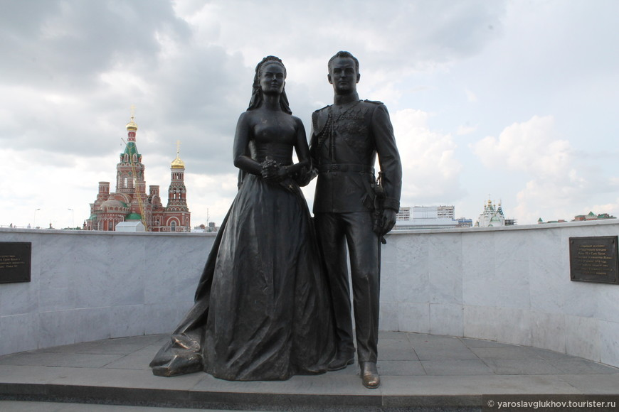 Памятник Грейс Келли и князю Монако Ренье III.