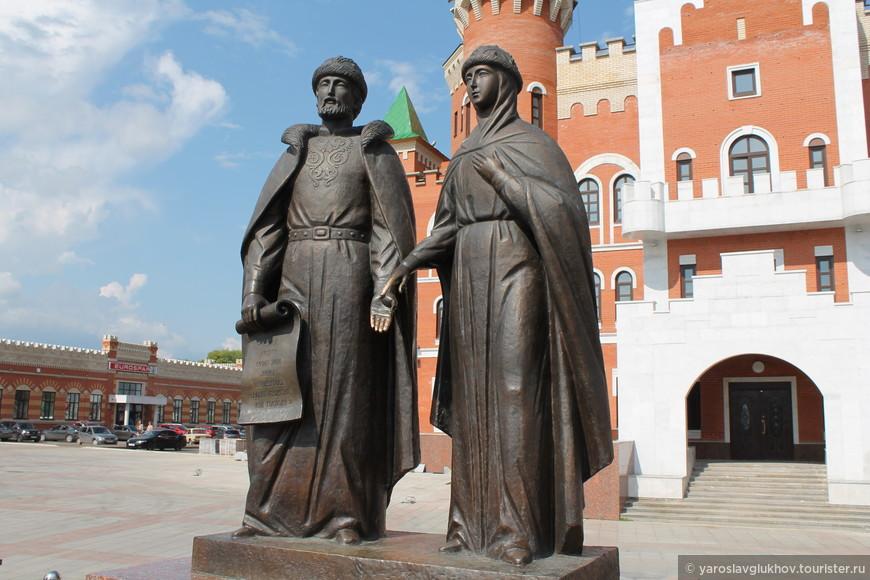 Памятник Петру и Февронии Муромским.