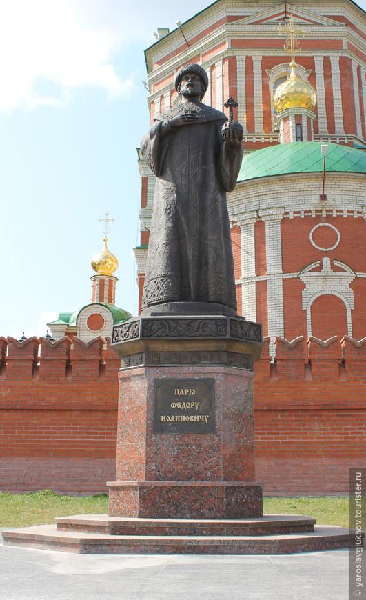 Памятник царю Фёдору Иоанновичу.