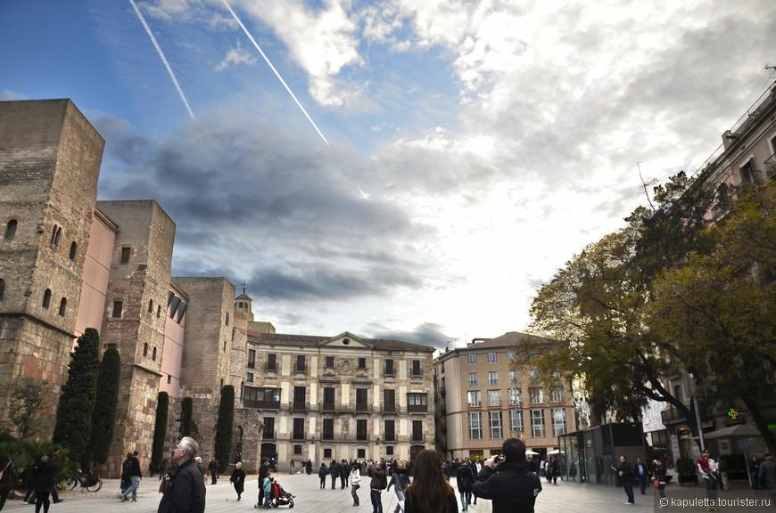 Заглянуть на площадь Санта Мария дель Мар....