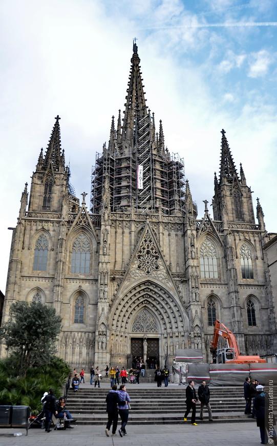 И, конечно же, насладиться великолепным одноименным Кафедральным Собором....