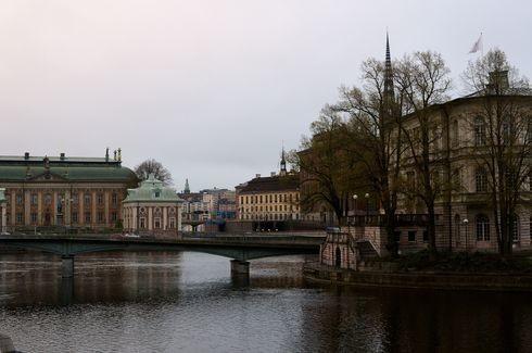 Почему-то у меня не сохранилось записей о ценах и прочих фичах Стокгольма, а потому я могу сказать немного.  Во-1 (и это главное): утром в Стокгольме очень хорошо! Пусто. Никого нет. Гуляешь в тишине и красоте. Сплошное наслаждение.