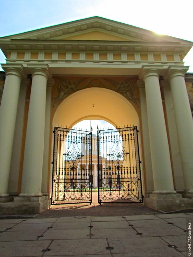 Парадные ворота Большого дворца.
