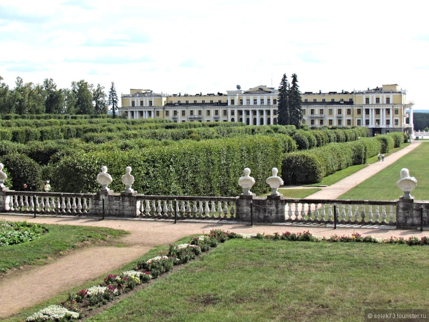 Достойным обрамлением дворцового комплекса является парк, благодаря которому усадьбу называют «подмосковным Версалем».