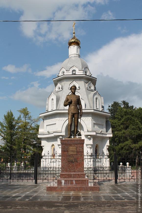 Памятник А.Е. Котомкину и часовня Всех Святых.