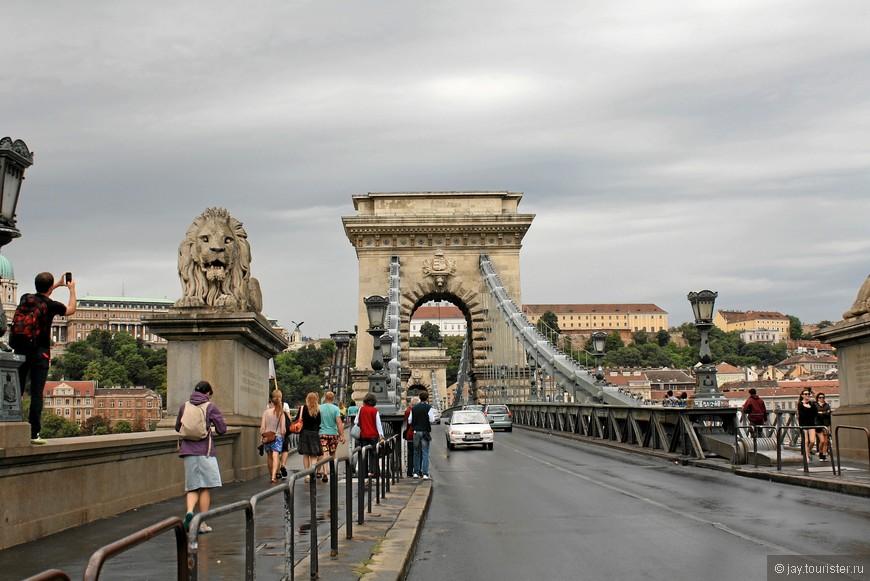 Цепной мост, или мост Сечени. Самый старый мост Будапешта.