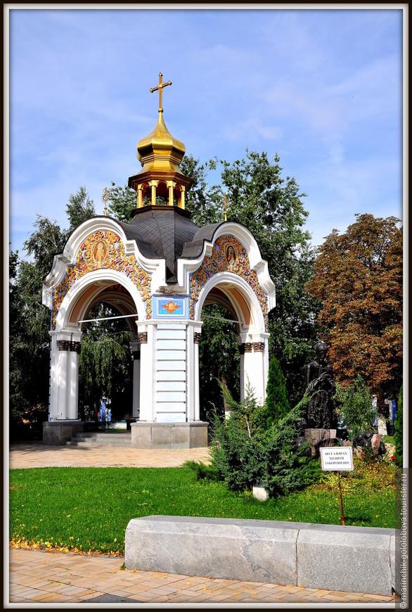 Также, в 19-м веке на территории Михайловского монастыря существовал самый настоящие гостиничный комплекс, который обслуживал, пришедших из далека, паломников.